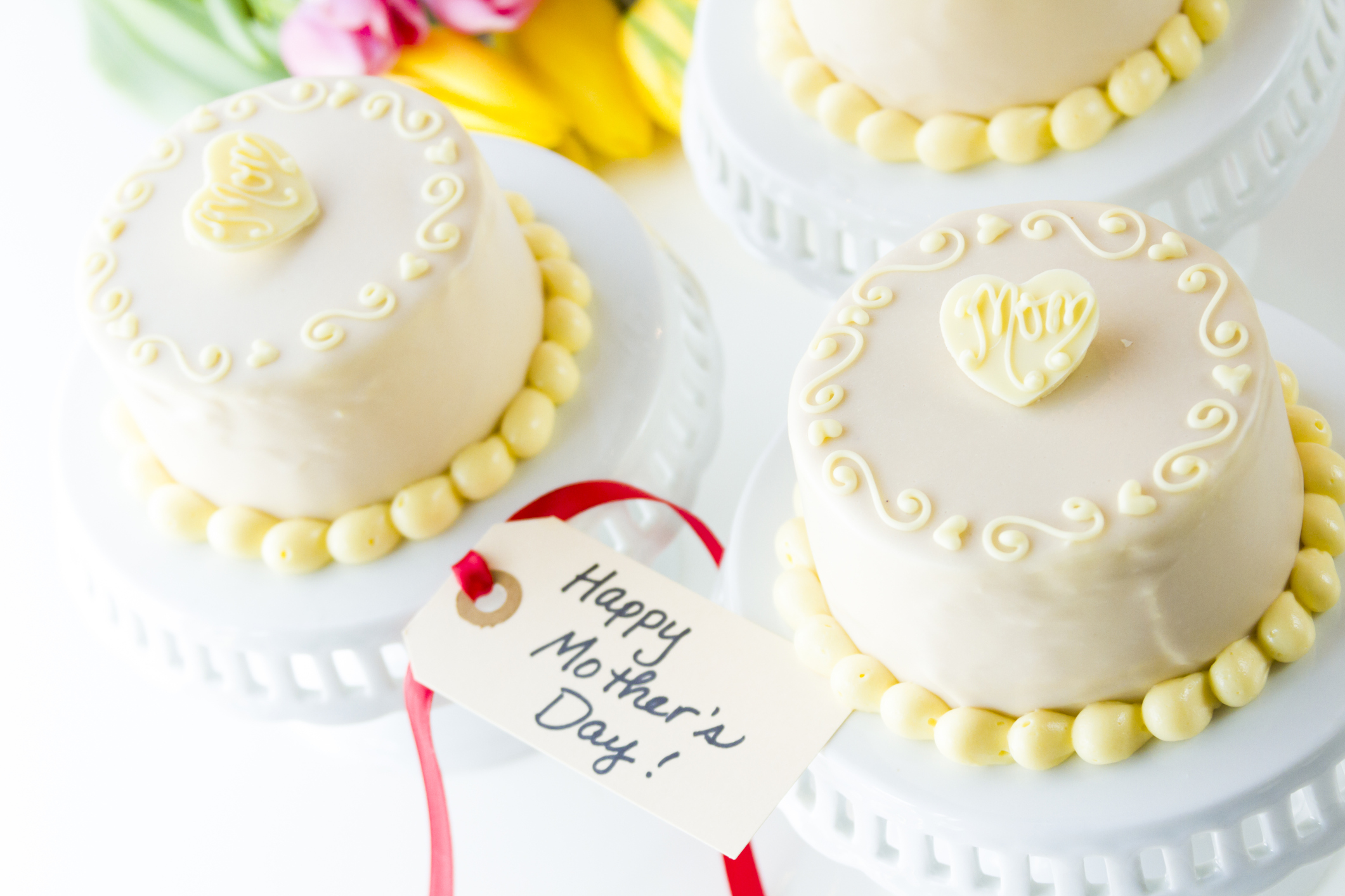 5 Love-filled Cake Designs to make this Mother's Day Special for your Mother