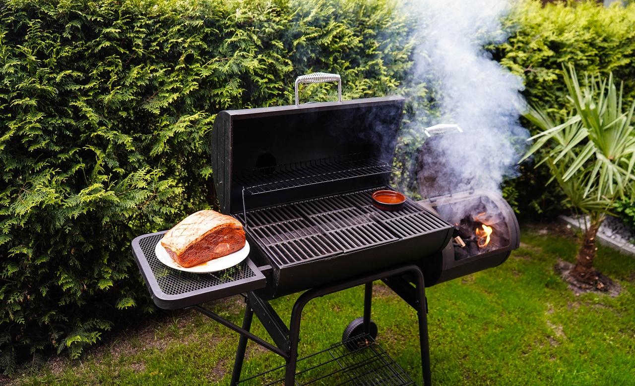 Pulled-Pork-of-a-pork-shoulder-roasted-on-a-smoker